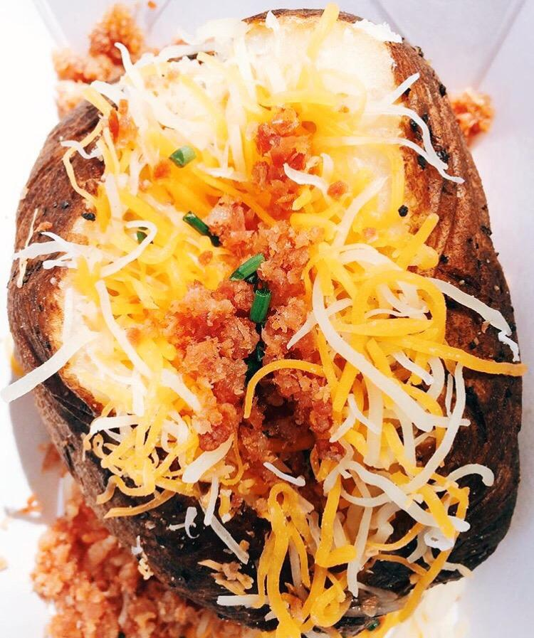 bacon-and-sour-creqam-baked-potato